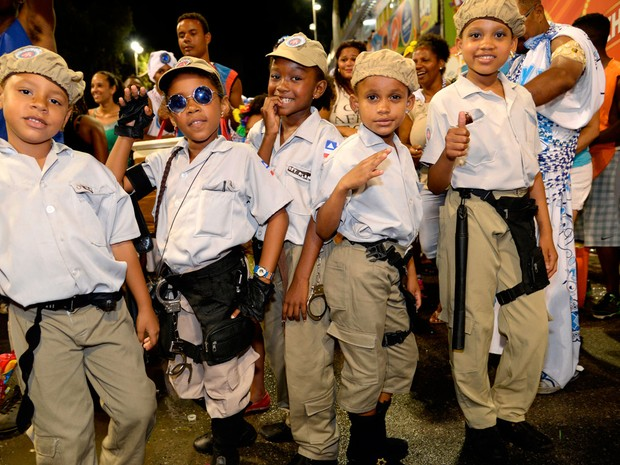Crianças fantasiadas de policiais mirins no carnaval de Salvador (Foto: Sérgio Pedreira/Ag. Haack)