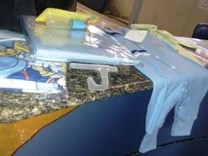 Material foi encaminhado para delegacia, em Campos (Foto: Filipe Lemos/Campos 24 horas)