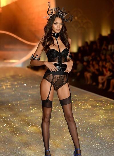Lais Ribeiro durante o desfile da Victoria's Secret do ano passado (Foto: Getty Images)