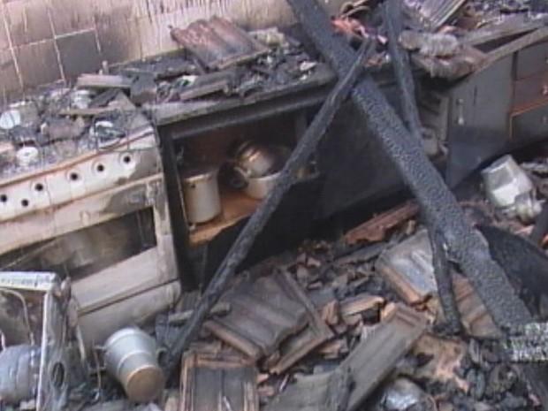 Mulher já havia perdida dois filhos em incêndio há 6 anos  (Foto: Reprodução / TV TEM)