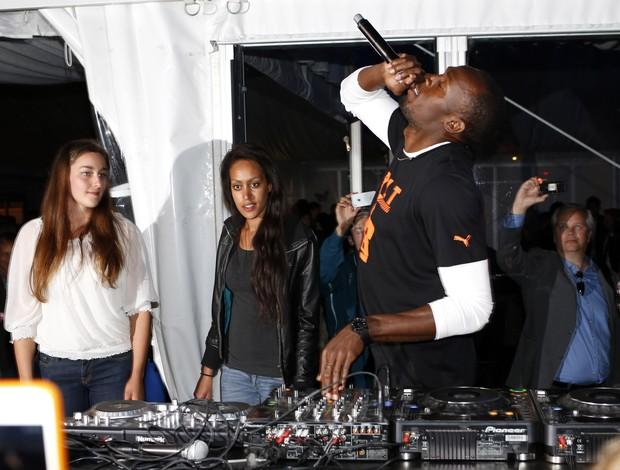 Usain Bolt vira DJ em Oslo após vitória na Diamond League (Foto: AFP)