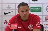 Wellington Silva se emociona em apresentação no Inter