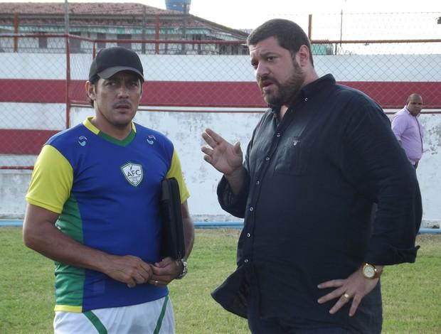 Maurílio Silva e Anthony Armstrong conversam durante treinamento do Alecrim (Foto: Tiago Menezes/GLOBOESPORTE.COM)