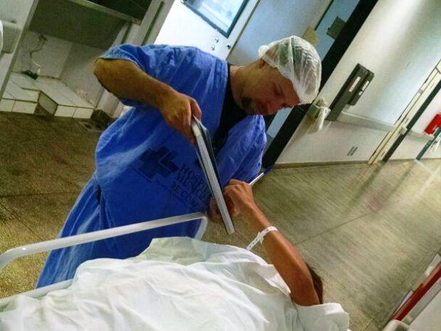 Mulher assinou documento ainda no hospital em Cubatão (Foto: G1)