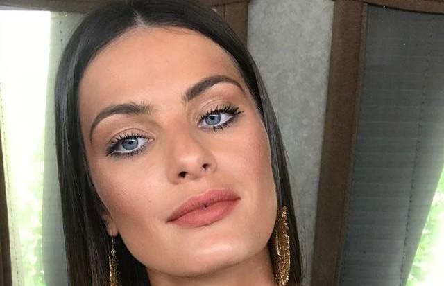 Isabeli Fontana empresta sua beleza para campanha de moda praia (Foto: Reprodução/Instagram)
