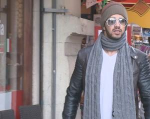 Parece até modelo, hein! Gusttavo Lima tira onda em Amsterdã (Foto: Domingão do Faustão / TV Globo)