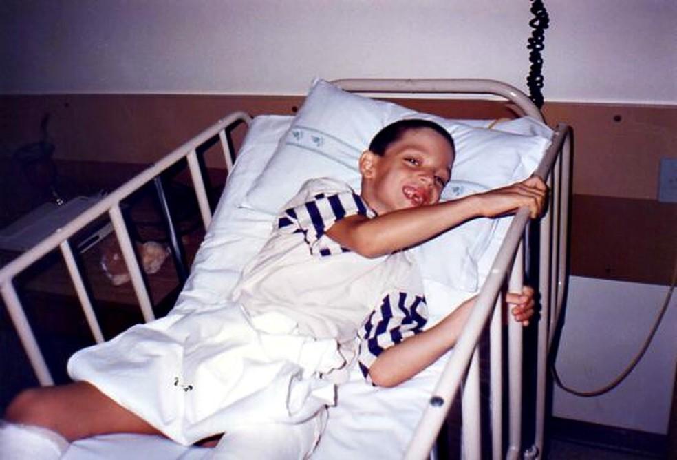 Na infância, mãe de Samuel percorria 650km para levá-lo para o tratamento (Foto: Arquivo pessoal)