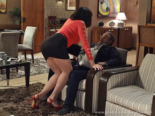 Ela não tem jeito!!! (Foto: Sangue Bom / TV Globo)
