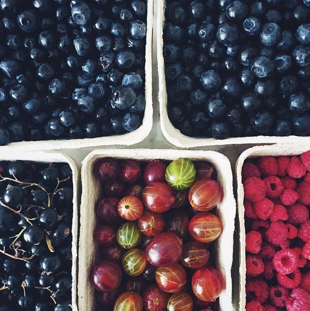 Frutas vermelhas são alguns dos alimentos mais indicados para quem quer perder centímetros na barriga (Foto: Instagram @gkstories/Reprodução)