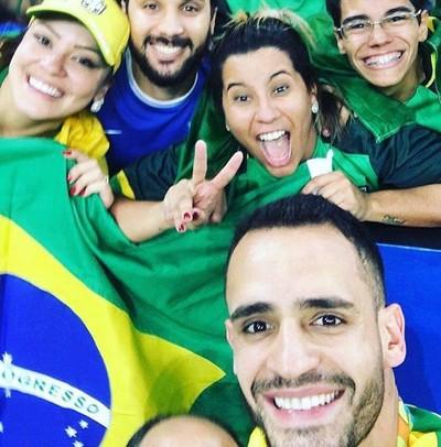 Renato Augusto e irmã de Léo Moura, Livia Moura (Foto: Reprodução/Instagram)