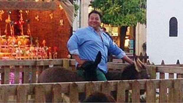 Polícia de Lucena investiga morte de burro após homem obeso montar nele (Foto: Reprodução/Twitter/APDA)