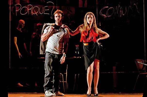 Ingrid Guimarães e Marcelo Faria em cena do espetáculo: os dois são primos na vida real (Foto: Divulgação)