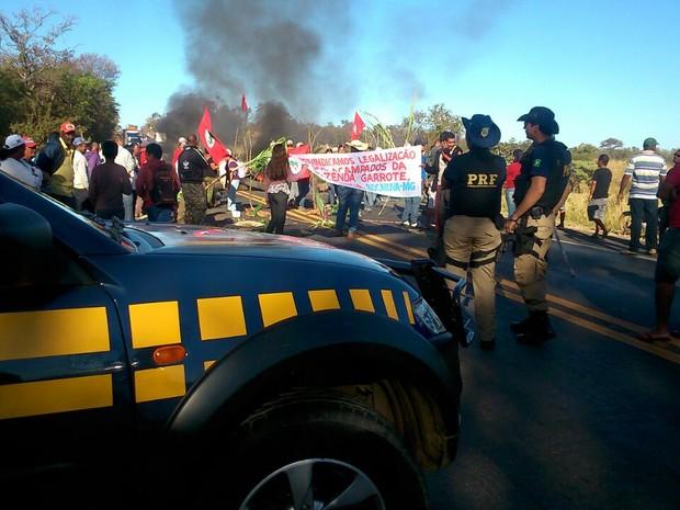 PRF estima que congestionamento chega a 10 quilômetros nos dois sentidos (Foto: Délio Pinheiro / Inter TV)