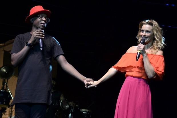 Carolina Dieckmann e Mumuzinho  (Foto: Roberto Teixeira/EGO)