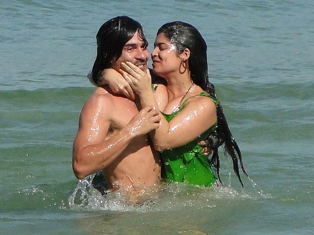 Gracinha consegue levar Pedro para o mar (Foto: Amor Eterno Amor/TV Globo)