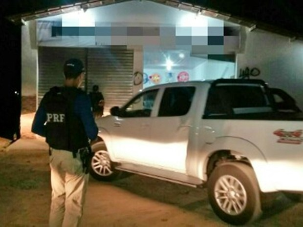 Veículo roubado em Alagoas estava dentro de funerária em Sanharó (Foto: Divulgação/PRF)