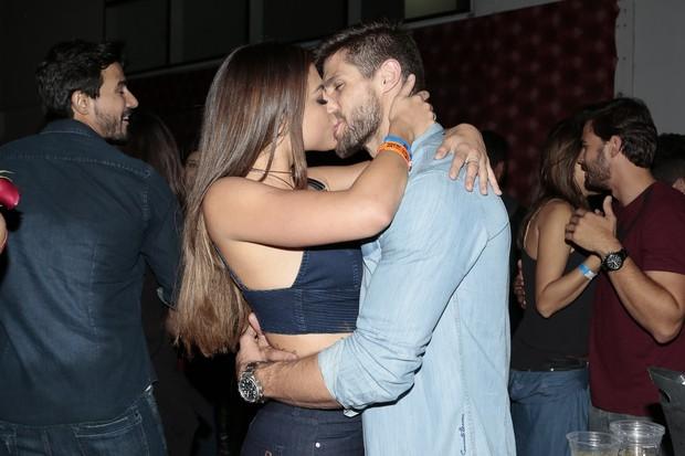 Mari Gonzalez e Jonas Sulzbach beijam muito (Foto: Rafael Cusato/Brazil News)