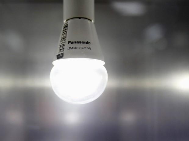Lâmpada de luz (Foto: Yuya Shino/Reuters)