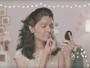 Mulher que sofreu ataque com ácido faz tutorial de beleza em campanha