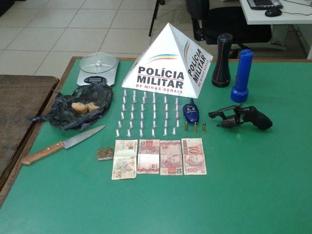 Todo material apreendido pela PM foi encaminhado à delegacia da cidade. (Foto: Divulgação/PM)