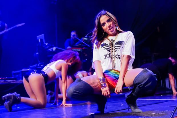 Anitta se apresenta em Salvador (Foto: Brazil News)