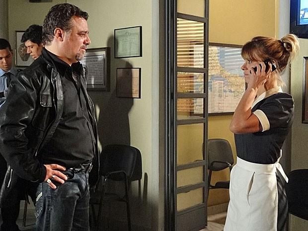 Jéssica percebe que Russo está por trás do incêndio em sua casa (Foto: Salve Jorge/TV Globo)