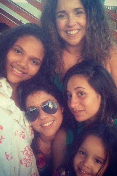 Daniela e Malu com as três filhas  (Foto: Reprodução Instagram)