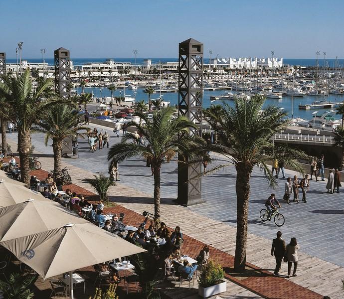 Porto Olímpico de Barcelona: ponto esportivo e também turística, com bares e restaurantes (Foto: Espai d'Imatge / Barcelona Turisme)