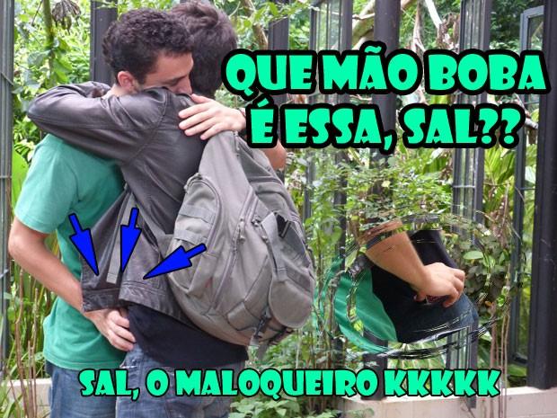 PARA TUDO! O Sal roubou o celular do Vitinho. Pra quê, hein??? O.o (Foto: Malhação / Tv Globo)