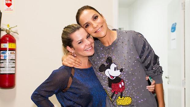 Fernanda Souza veio prestigiar o noivo Thiaguinho e aproveitou para conversar com a amiga Ivete Sangalo (crditos: Andr Bittencourt) (Foto: Andr Bittencourt)