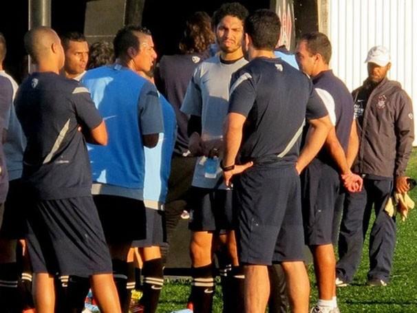 Wallace volta a treinar com o time, mas está fora do jogo contra o Emelec (Foto: Carlos Ferrari /Globoesporte.com)