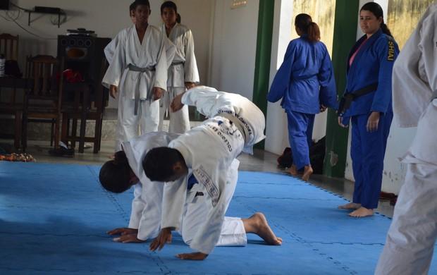 Atletas enfrentam dificuldade para treinar (Foto: Felipe Martins)