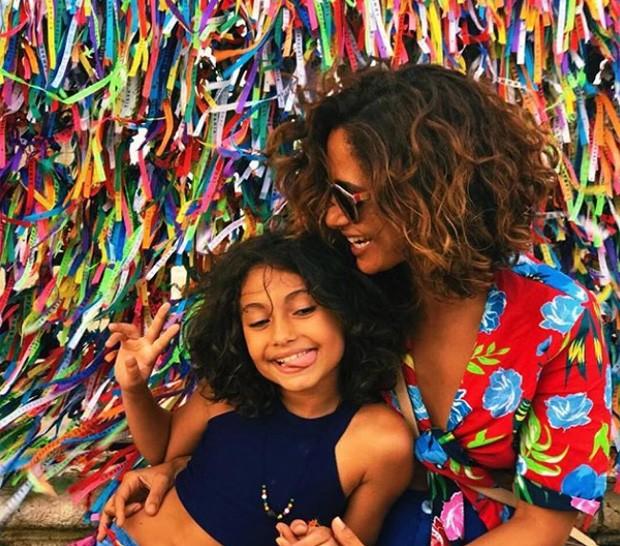 Camila Pitanga e a filha, Antônia (Foto: Reprodução/Instagram)