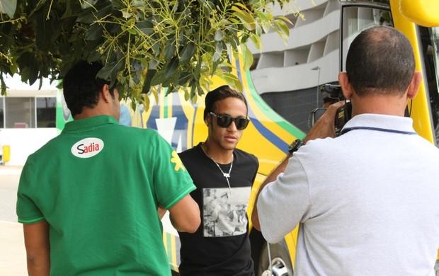 Neymar se apresenta a seleção (Foto: Fabrício Marques)