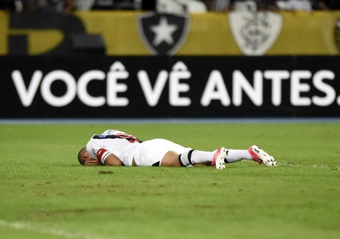 Luis Fabiano em Botafogo x Vasco (Foto: André Durão)