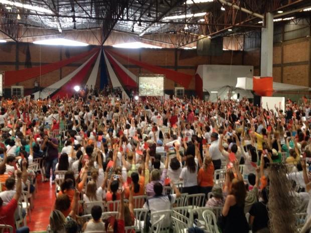Assembleia foi realizada em um ginásio de esportes em Londrina (Foto: Alberto D'Angele/RPC)