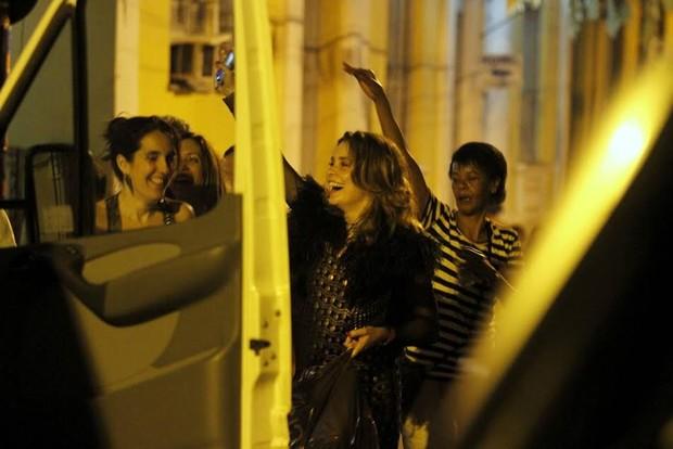 Claudia Abreu deixa boate gay no Centro do Rio após festa de aniversário (Foto: Daniel Pinheiro/AgNews)