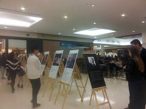 'Como conquistar um homem em 365 dias' está em exposição no shopping de Pouso Alegre, MG (Foto: Daniela Ayres/ G1)
