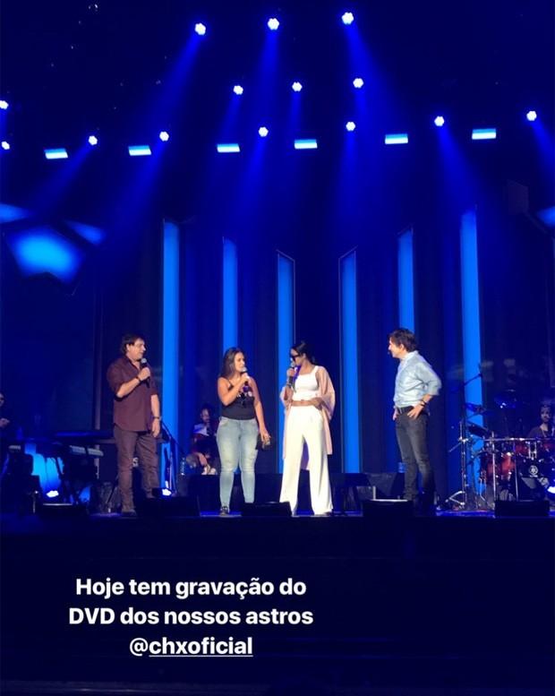 Simone e Simaria com Chitãozinho e Xororó em ensaio de gravação de DVD (Foto: Reprodução/Instagram)