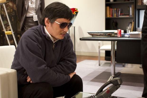 O advogado ativista Chen Guangcheng é visto na embaixada americana em Pequim na quarta (2), em imagem disponibilizada nesta sexta (4) (Foto: AP/Embaixada dos EUA em Pequim)