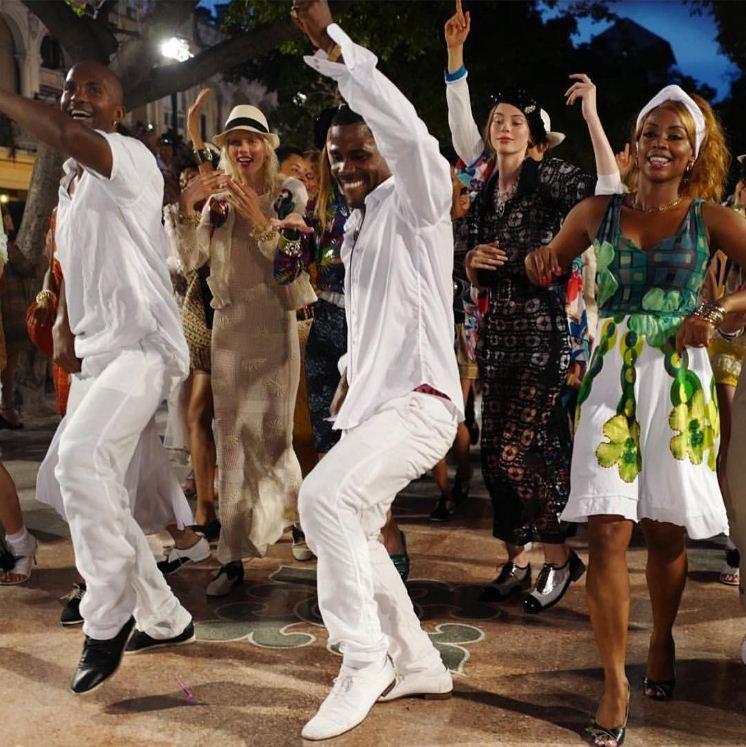 O final do desfile da Chanel em Cuba (Foto: Divulgação)