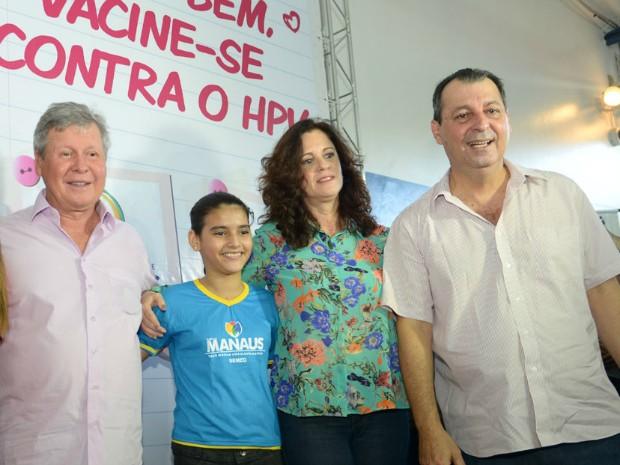 Governador do Amazonas, Omar Aziz (à direita), e o Prefeito de Manaus, Artur Neto participaram do lançamento da campanha de vacinação contra o HPV (Foto: Alex Pazuello/Agecom)