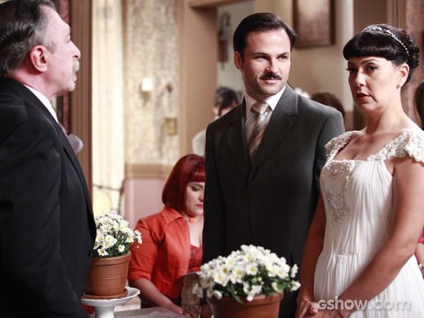 Matilde e Dr. Rubens estavam prestes a casar quando Sonan aparece (Foto: Ellen Soares/TV Globo)