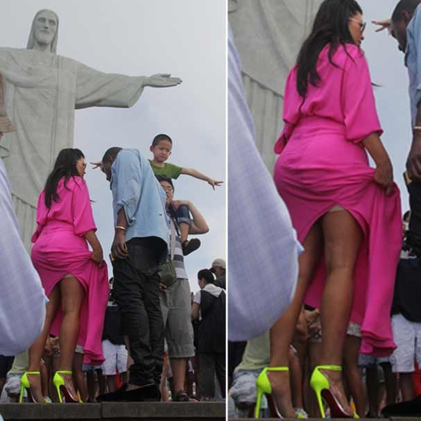Kim Kardashian mostrou demais enquanto subia no Cristo Redentor (Foto: Honopix)
