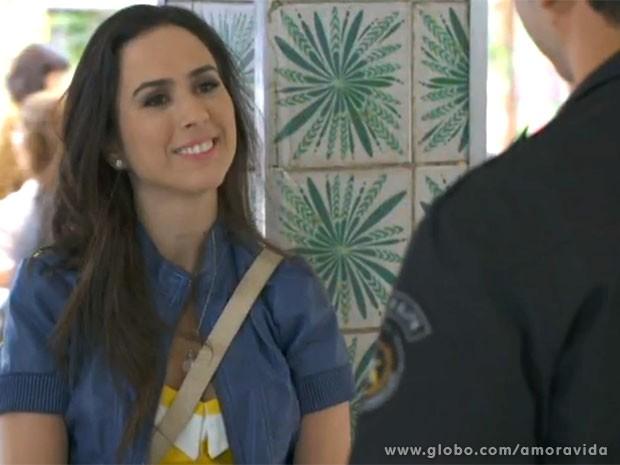 Valdirene é muito sem noção! (Foto: Amor à Vida/TV Globo)