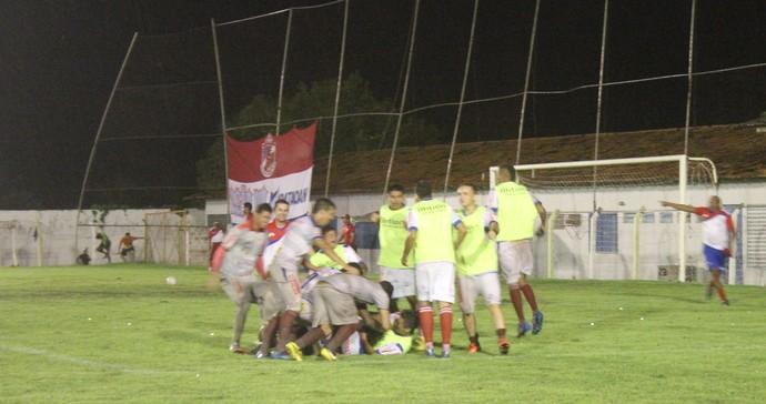 Jogadores do Piauí comemoram após vaga na final (Foto: Josiel Martins )