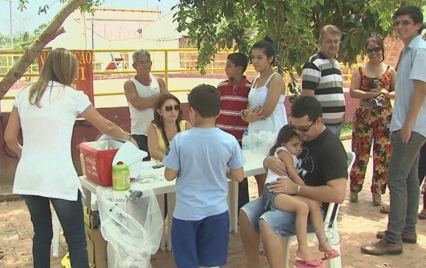 Além de participar ao vivo do Acre TV, comunidade aproveitou os serviços de vacinação disponíveis (Foto: Bom Dia Amazônia)