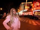 Na França, Valesca Popozuda visita Moulin Rouge