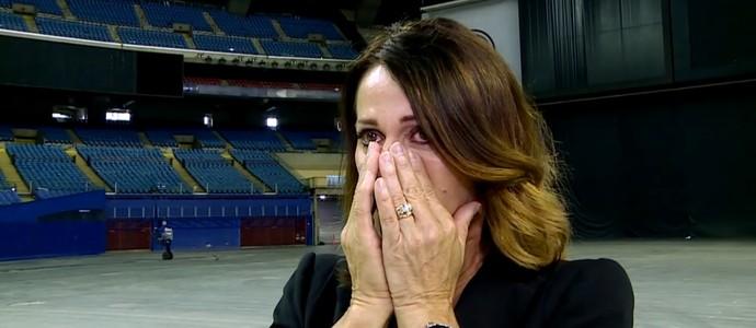 Nadia Comaneci se emociona ao voltar ao ginásio onde ganhou o ouro em 1976 (Foto: Reprodução TV Globo)