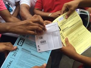 Cartão-resposta destinado a cada candidato era diferente do tipo de prova que estava sendo feita (Foto: Michelle Farias/G1)
